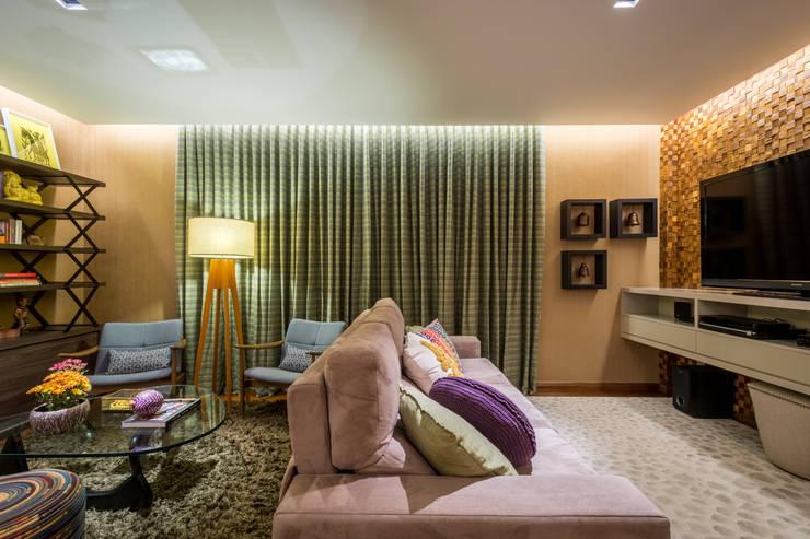 Apartamento Santo Antônio: Salas de estar  por Melina Mundim | Design de Interiores