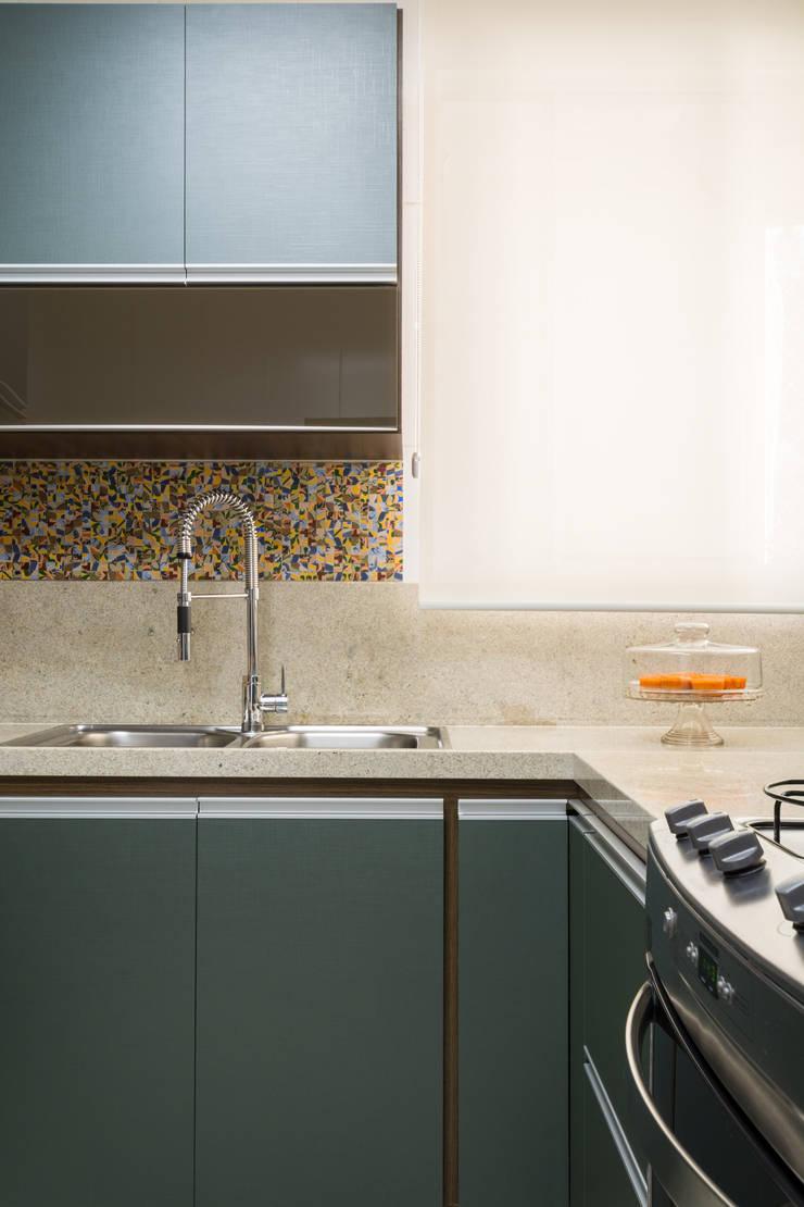 Apartamento Santo Antônio: Cozinhas  por Melina Mundim | Design de Interiores
