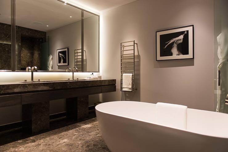 Banheiros modernos por Nash Baker Architects Ltd