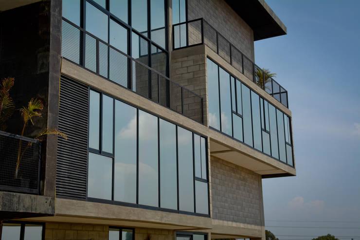 Foto 4: Casas de estilo  por Proyecto Cafeina