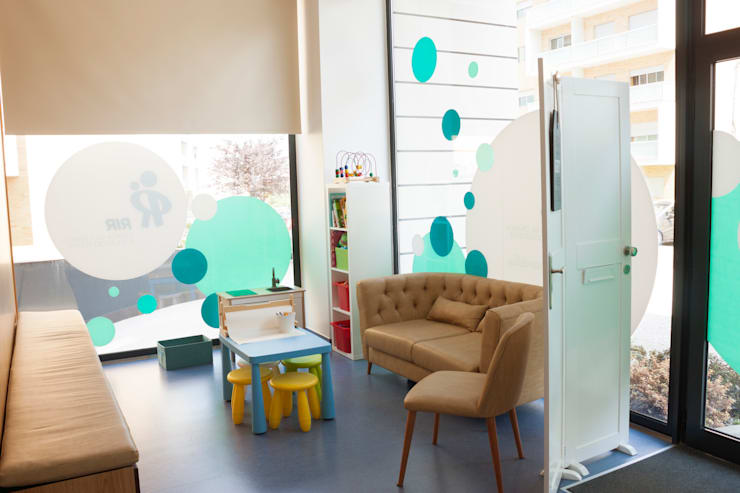 Sala de espera: Clínicas  por Teresa Pinto Ribeiro | Arquitectura |