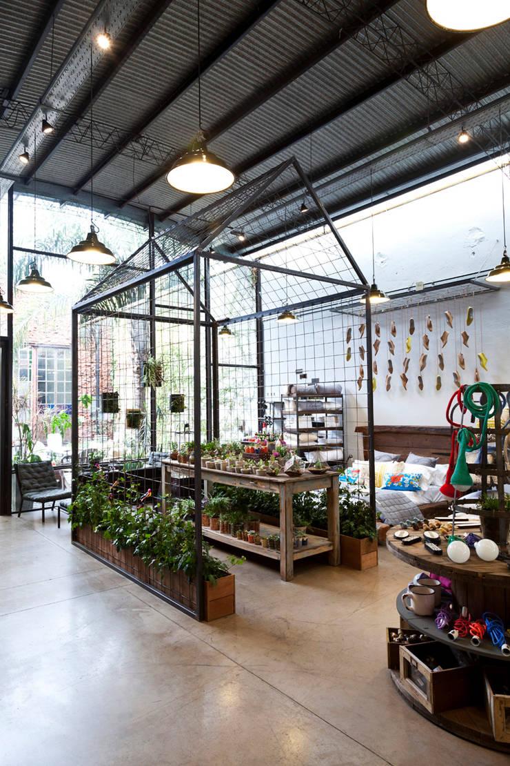 Diseño y Ambientación de Bartolomea Home: Galerías y espacios comerciales de estilo  por Soga Estudio