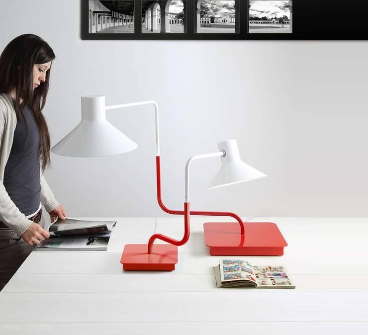 Lampe à poser, Sister, rouge, H46cm - LED - Zava: Bureau de style de style Industriel par NEDGIS