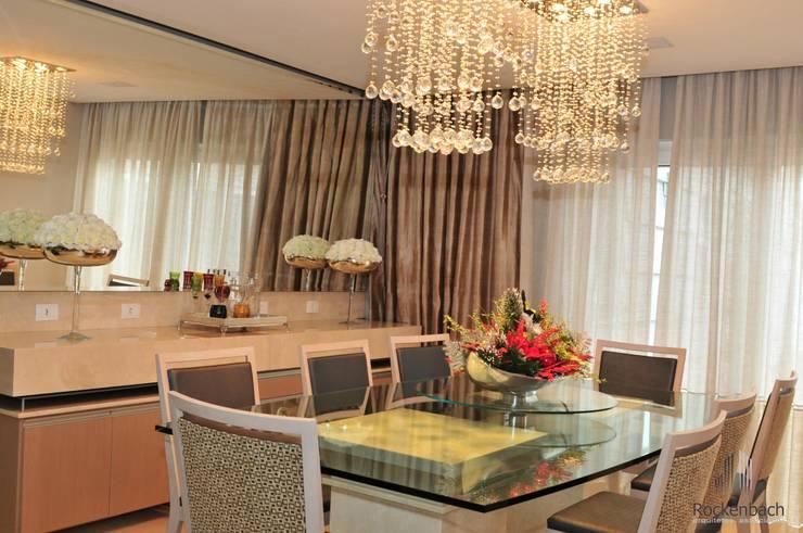 Residência Unifamiliar Entre-Ijuís -RS / Brasil: Salas de jantar  por Rockenbach Arquitetos Associados