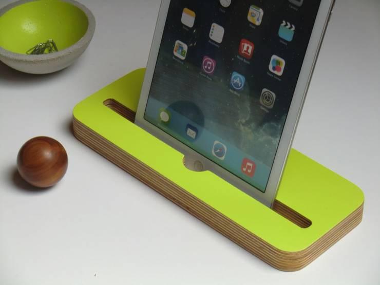 Tablet- Halter Limettengrün:  Arbeitszimmer von farbdoktor