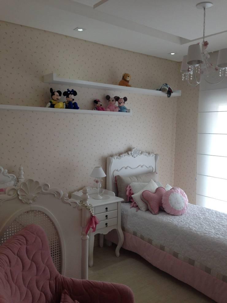 Quarto infantil menina: Quarto infantil  por Laura Picoli