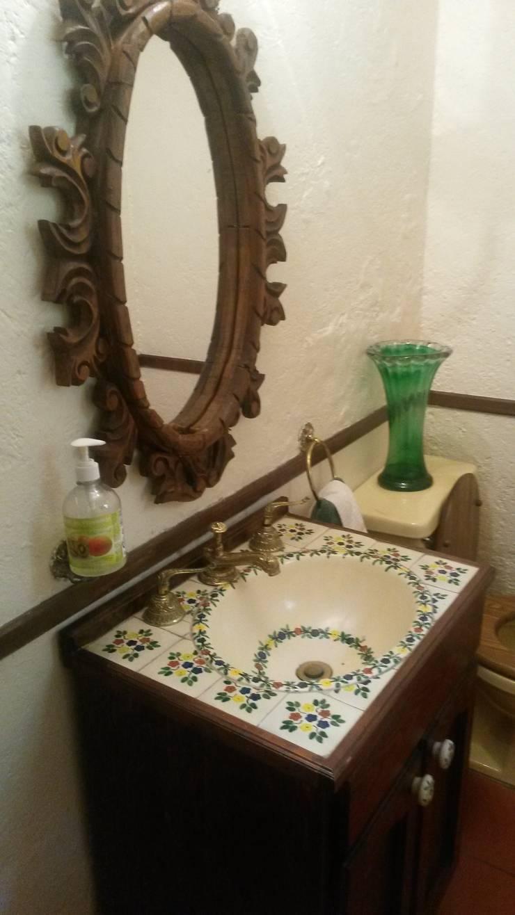 ANTES, Baño:  de estilo  por Purista Interiorismo