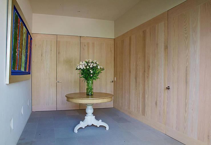 Projekty,  Garderoba zaprojektowane przez Mayúscula Arquitectos