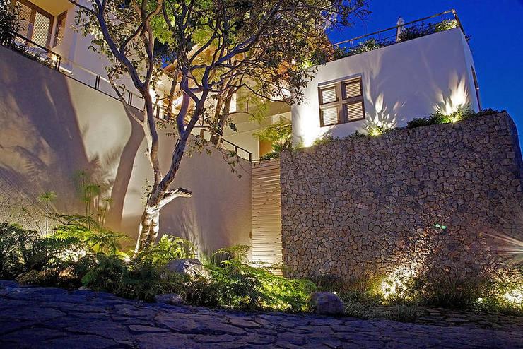 Casas de estilo  por Mayúscula Arquitectos