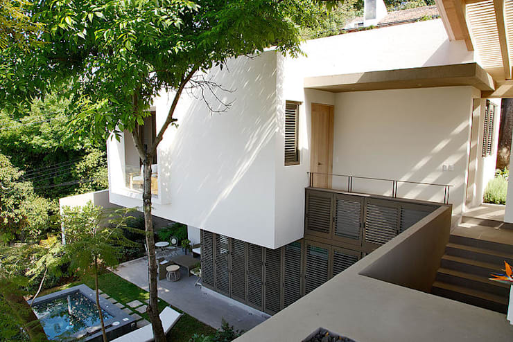 eclectic Houses by Mayúscula Arquitectos