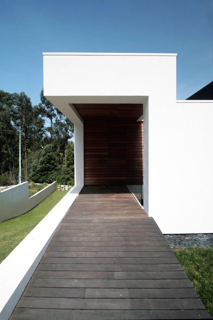 STL_01: Casas  por TRAMA arquitetos