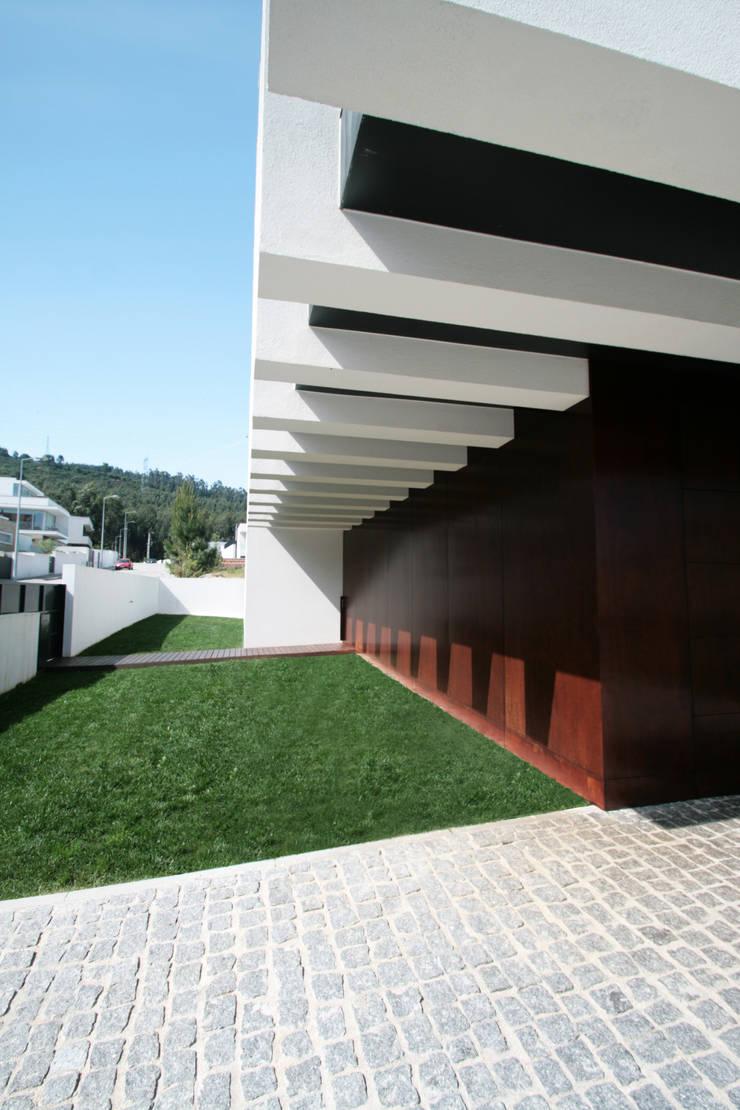 STL_03: Casas  por TRAMA arquitetos