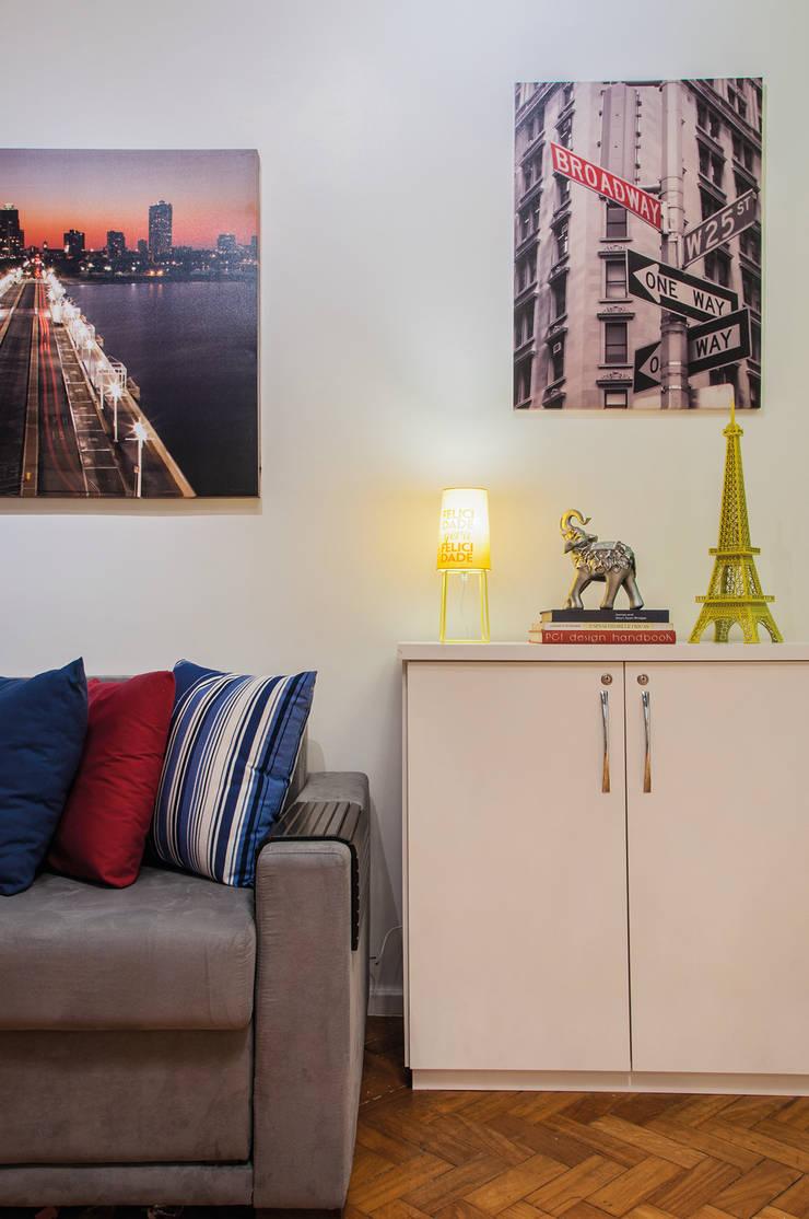 Loft Copacabana: Sala de estar  por Millena Miranda Arquitetura,