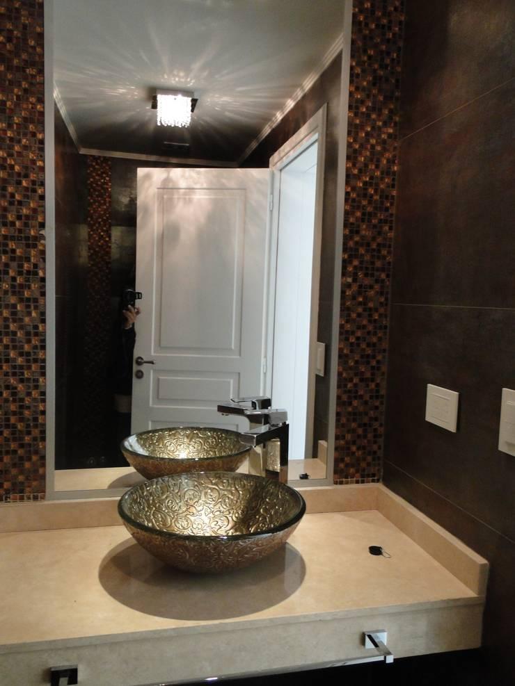 Casa en Castores – Nordelta: Baños de estilo clásico por Arquitectos Building M&CC - (Marcelo Rueda, Claudio Castiglia y Claudia Rueda)