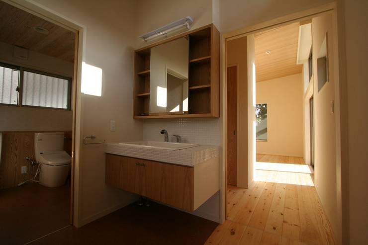 回遊: 遠藤知世吉・建築設計工房が手掛けた浴室です。,