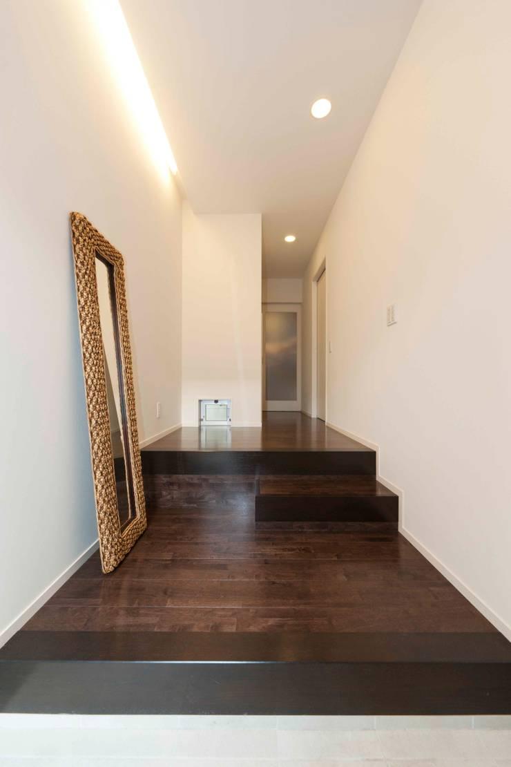時空の舶 玄関: フォーレストデザイン一級建築士事務所が手掛けたです。,