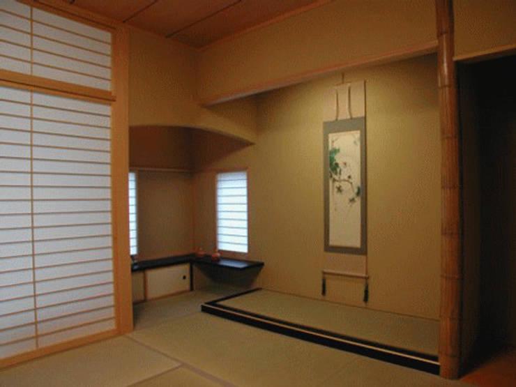 W邸 和風デザインの 多目的室 の 株式会社 一級建築士事務所 邑計画工房 和風