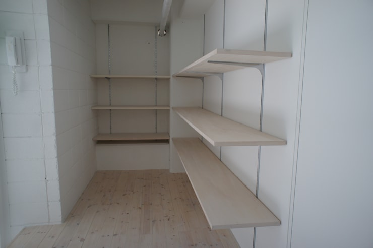 Văn phòng & cửa hàng theo モノマ建築設計事務所, Chiết trung Gỗ-nhựa composite