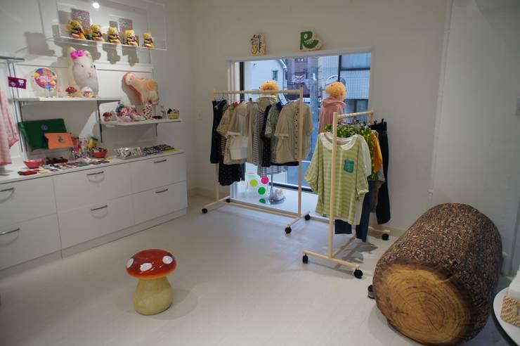 Văn phòng & cửa hàng theo モノマ建築設計事務所, Chiết trung