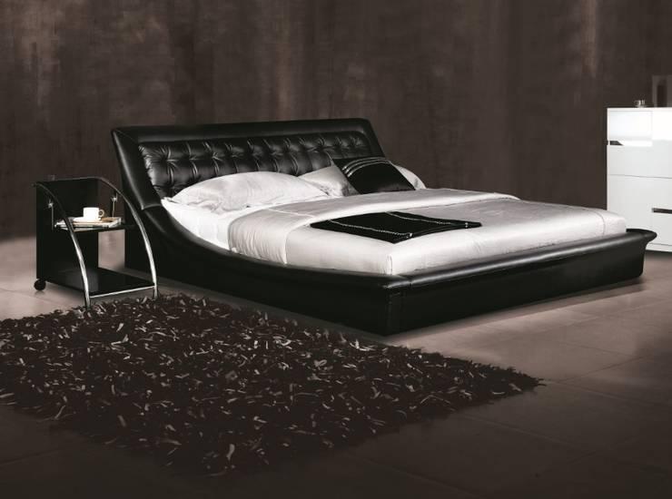 Gllamor Leather Black bed: modern Bedroom by Gllamor