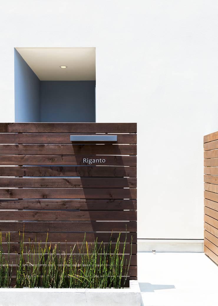 賃貸アプローチ: Unico design一級建築士事務所が手掛けた家です。