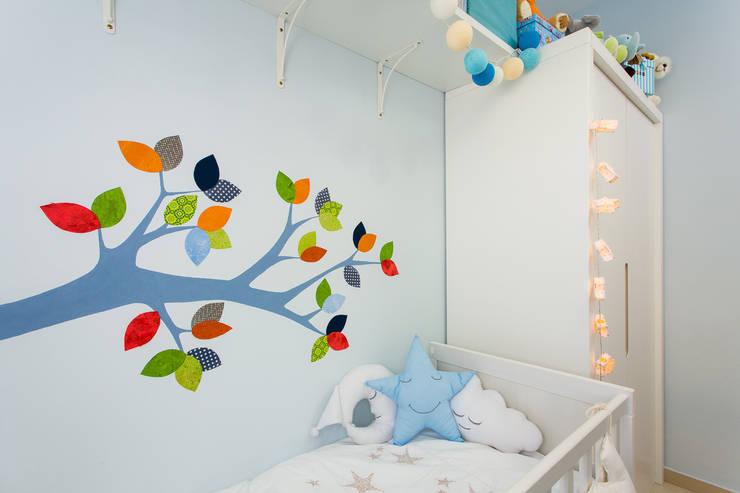 Un bosque para Rubén.: Dormitorios infantiles de estilo ecléctico de RoomRoomBebé
