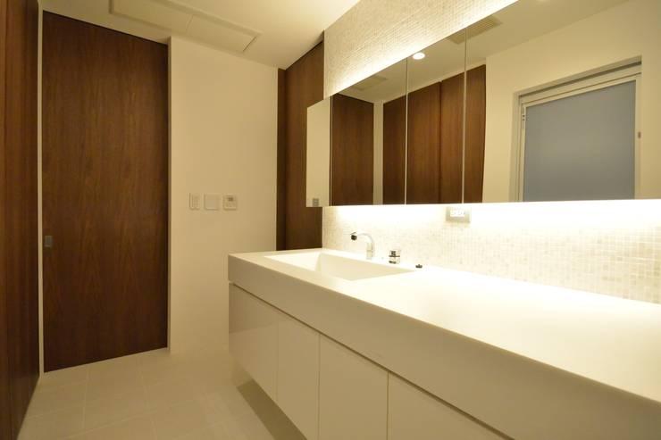 上井草2丁目平屋住宅: studio acca 一級建築士事務所 が手掛けた浴室です。