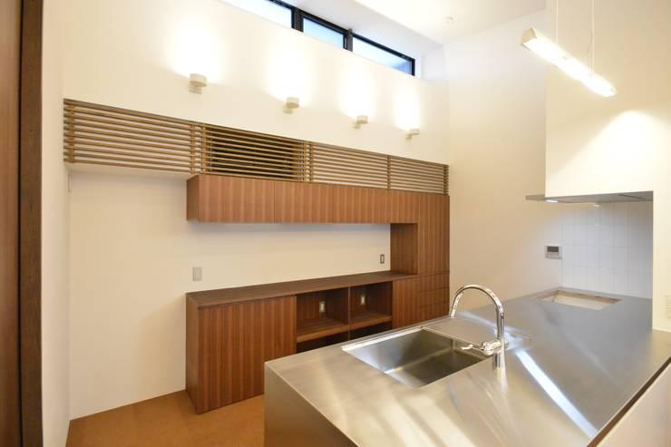 上井草2丁目平屋住宅: studio acca 一級建築士事務所 が手掛けたキッチンです。