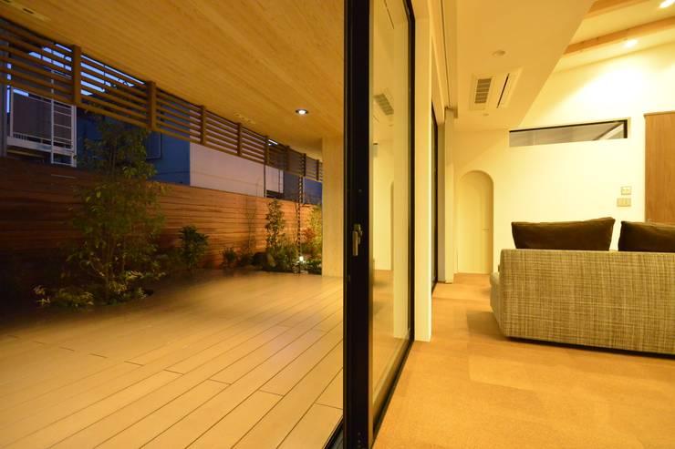 上井草2丁目平屋住宅: studio acca 一級建築士事務所 が手掛けたテラス・ベランダです。