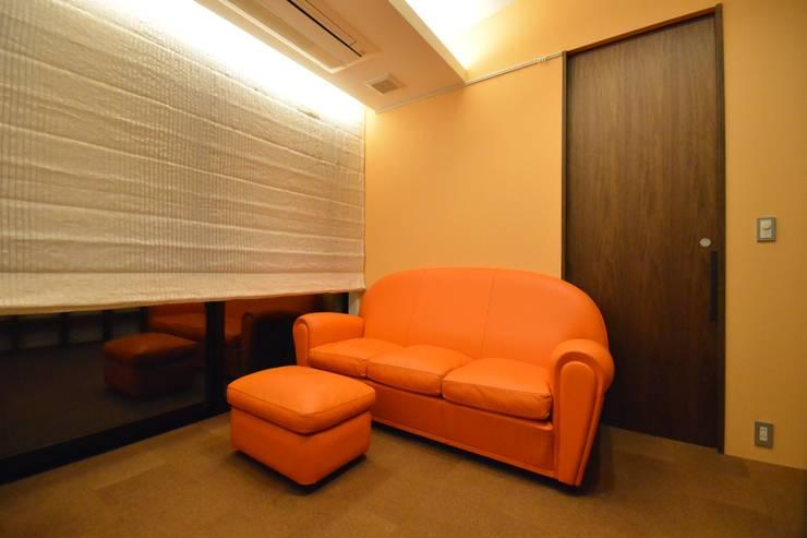 上井草2丁目平屋住宅: studio acca 一級建築士事務所 が手掛けた和室です。