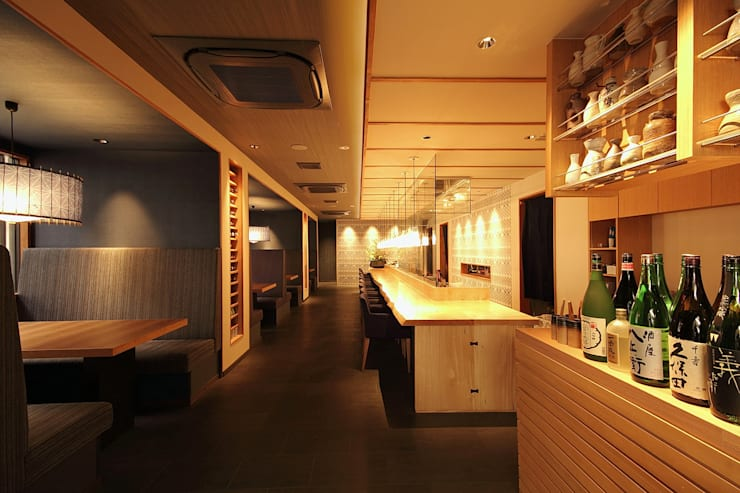 1F: 株式会社DESIGN STUDIO CROWが手掛けたレストランです。