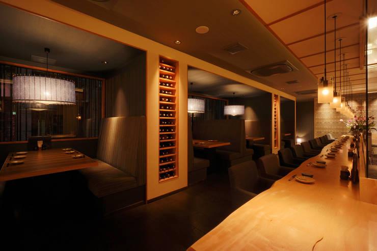 1F DINING AREA: 株式会社DESIGN STUDIO CROWが手掛けたレストランです。