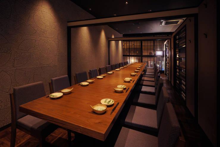 2F PDR-1: 株式会社DESIGN STUDIO CROWが手掛けたレストランです。