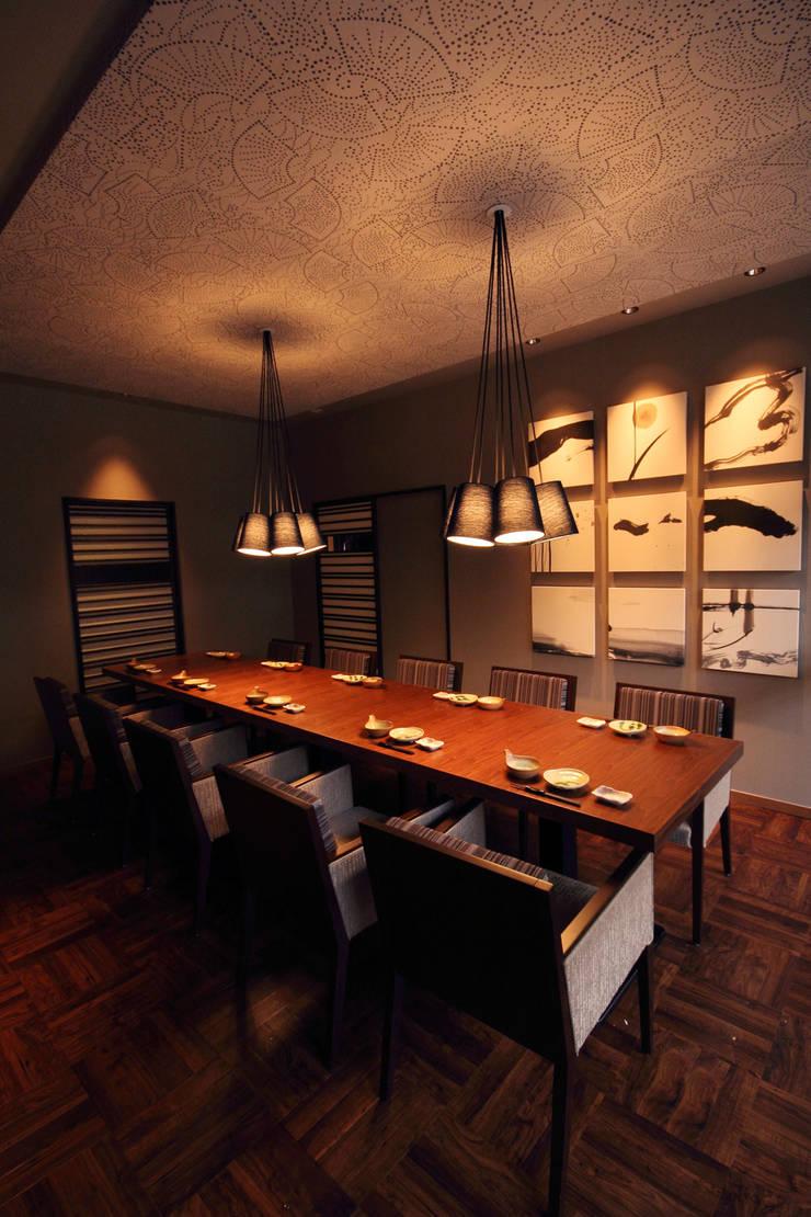 2F PDR-2: 株式会社DESIGN STUDIO CROWが手掛けたレストランです。