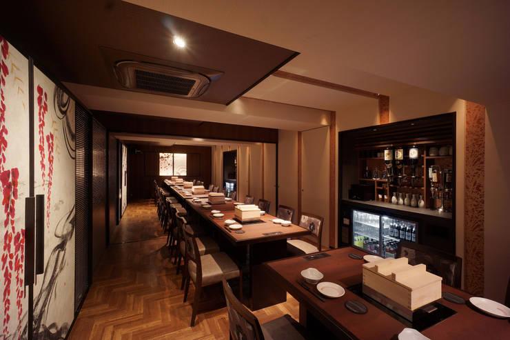 B1F DINING-3: 株式会社DESIGN STUDIO CROWが手掛けたレストランです。