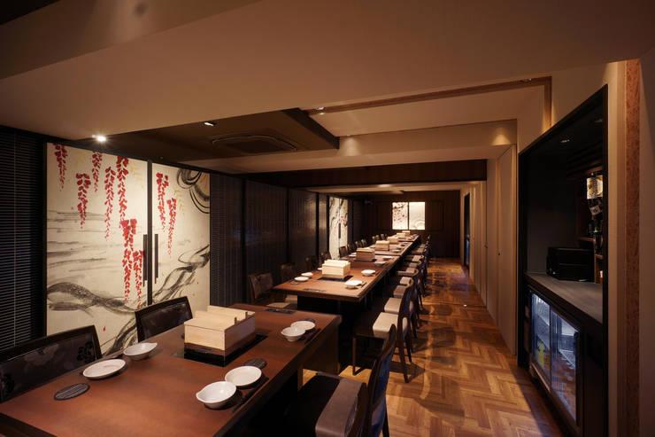 B1F DINING-4: 株式会社DESIGN STUDIO CROWが手掛けたレストランです。