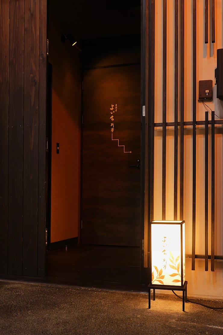 1F ENTRANCE: 株式会社DESIGN STUDIO CROWが手掛けたレストランです。