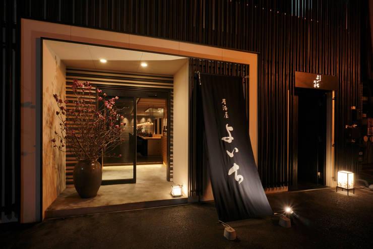 1F FACADE: 株式会社DESIGN STUDIO CROWが手掛けたレストランです。