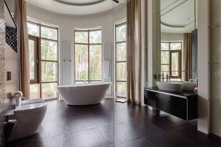 Плюты: Ванные комнаты в . Автор – U-Style design studio