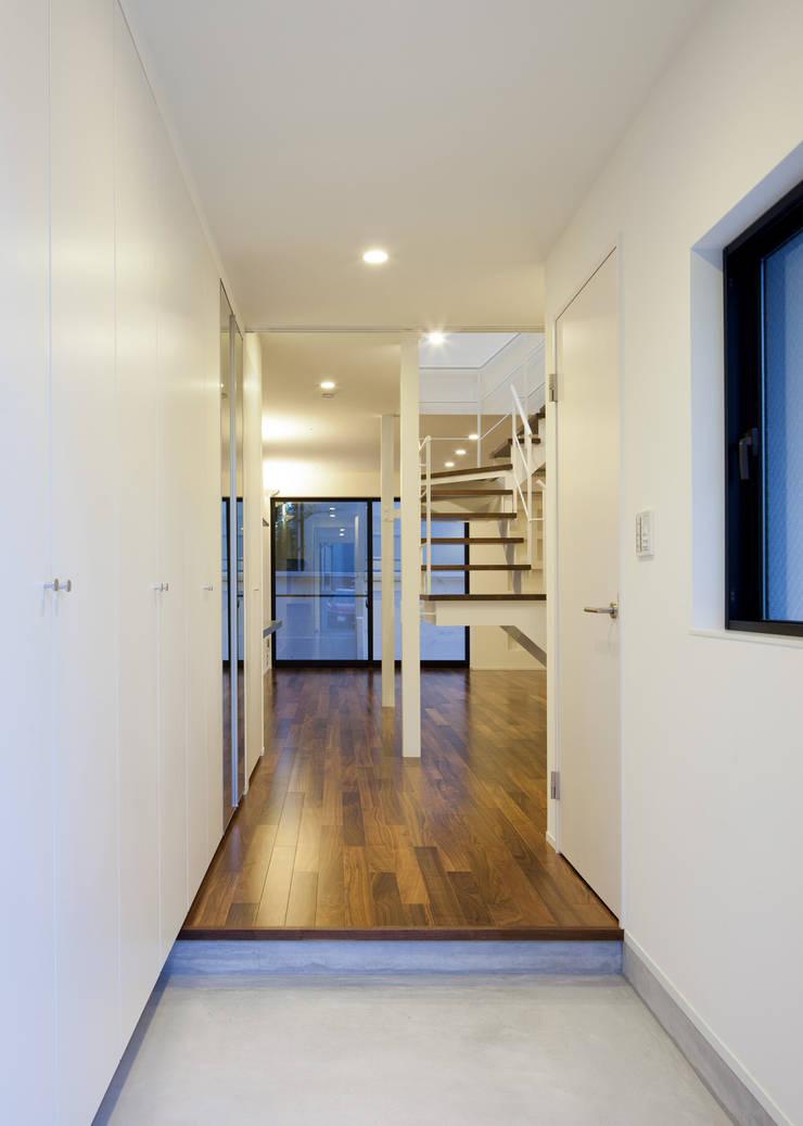 玄関 オリジナルスタイルの 玄関&廊下&階段 の Unico design一級建築士事務所 オリジナル