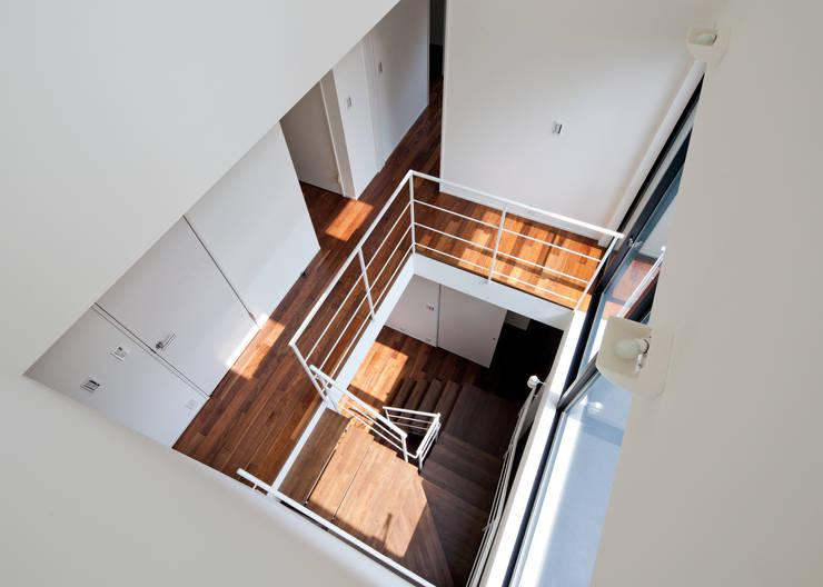 階段吹抜け オリジナルスタイルの 玄関&廊下&階段 の Unico design一級建築士事務所 オリジナル