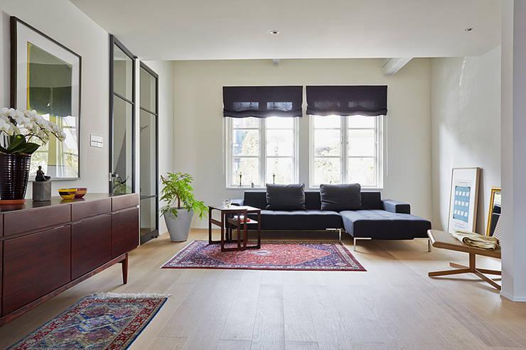 Living room by 株式会社フーセット Huset co.,ltd