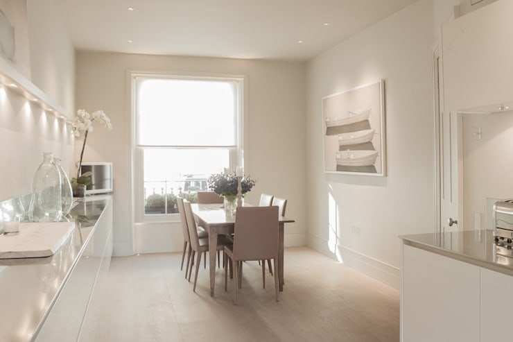 ​Kitchen at the Chelsea House:  Kitchen by Nash Baker Architects Ltd