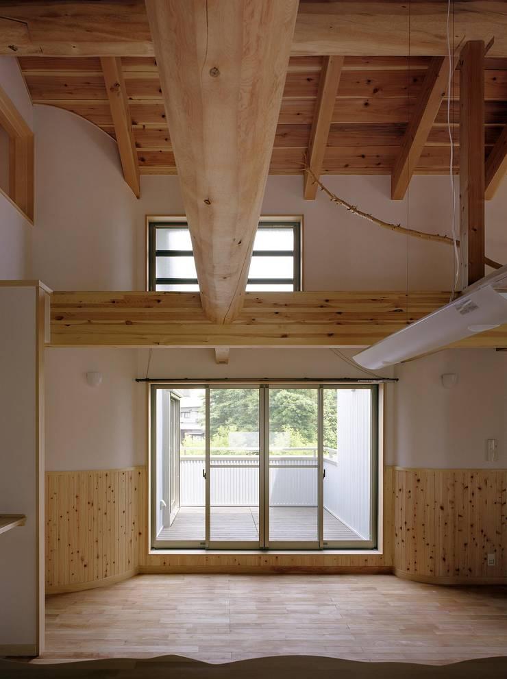 Wohnzimmer von 川窪設計工房, Modern Holz Holznachbildung