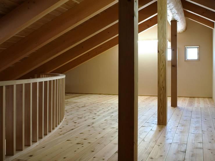 Multimedia-Raum von 川窪設計工房, Modern Holz Holznachbildung