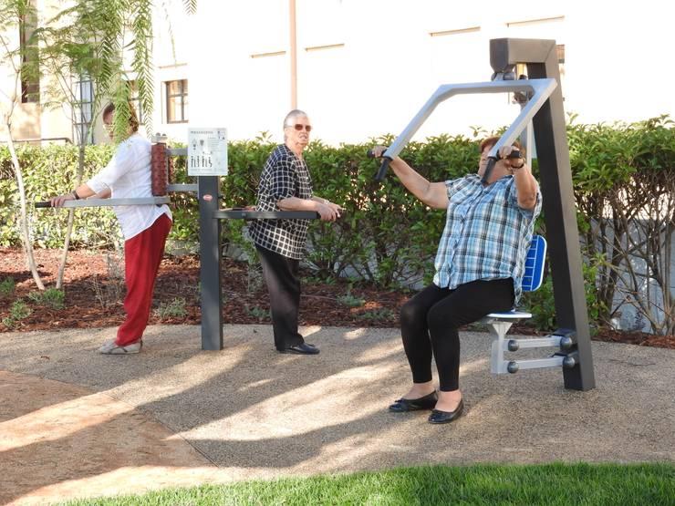 Equipamento geriátrico: Jardim  por OpenGreen