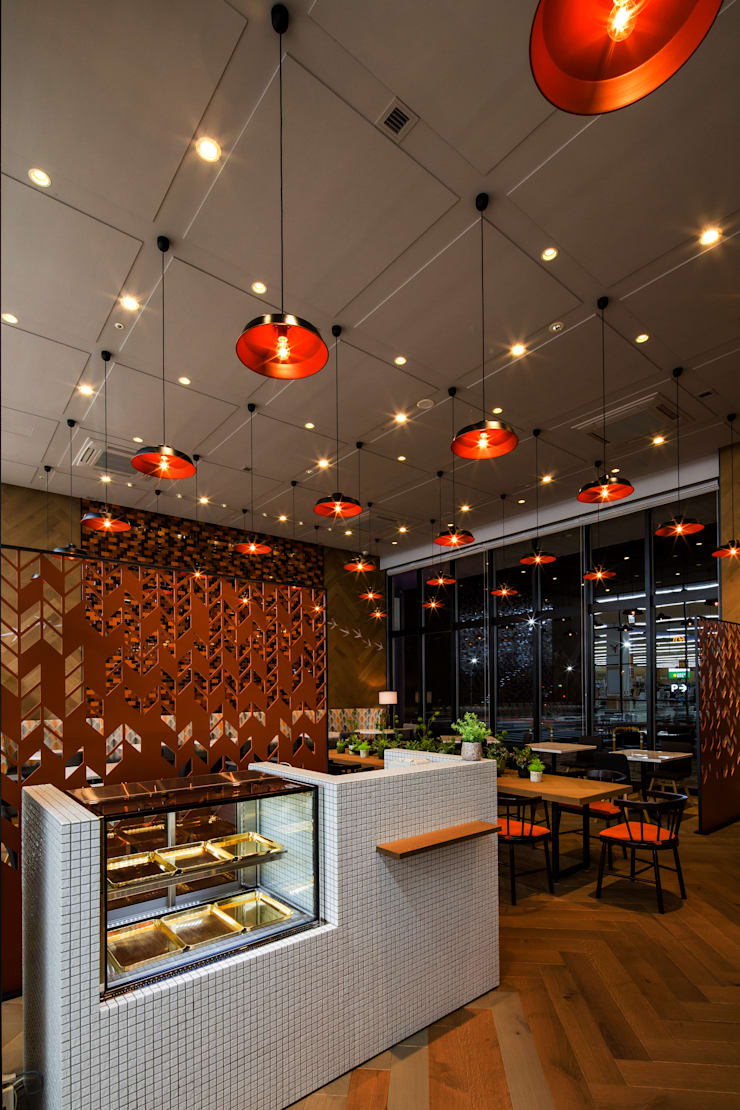 RECEPTION: 株式会社DESIGN STUDIO CROWが手掛けたレストランです。