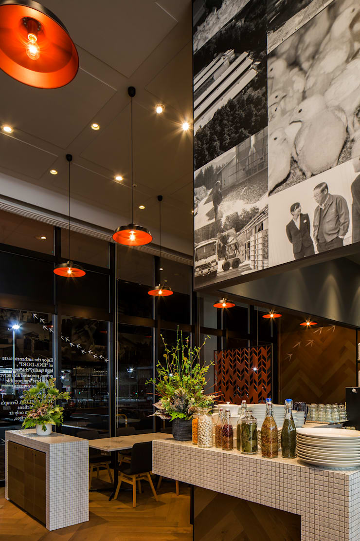 SHOW KITCHEN: 株式会社DESIGN STUDIO CROWが手掛けたレストランです。