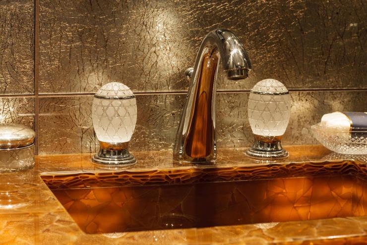 KT-31 Bramham Gardens: Ванные комнаты в . Автор – Keir Townsend