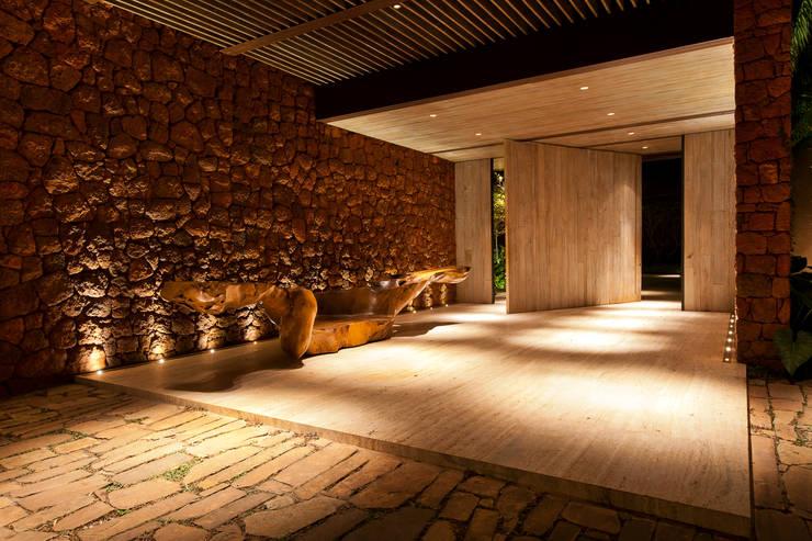 Cave à vin de style de style Classique par PATRICIA SALLES